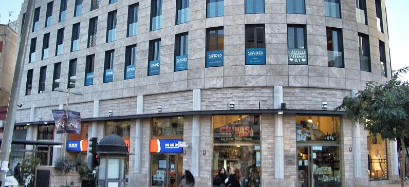 Arapiles arquitectos edificio puerta de almeria paseo for Oficinas cajamar almeria